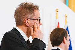 13.03.2020, Bundeskanzleramt, Wien, AUT, Pressestatements Bundeskanzler Sebastian Kurz, Gesundheitsminister Rudolf Anschober und Innenminister Karl Nehammer informieren über Aktuelles zum Coronavirus, im Bild v. l. Rudolf Anschober (Gruene), Sebastian Kurz (OeVP), Karl Nehammer (OeVP)// during press statements Chancellor Sebastian Kurz, Minister of Health Rudolf Anschober and Minister of the Interior Karl Nehammer provide information on the latest news on the corona virus at the federal chancellery in Vienna, Austria on 2020/03/13. EXPA Pictures © 2020, PhotoCredit: EXPA/ Florian Schroetter