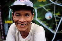Nepal - porteurs - Les routiers de l'Himalaya - Sourire - Homme d'ethnie Sherpa