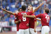 Fotball<br /> Italia<br /> Foto: Inside/Digitalsport<br /> NORWAY ONLY<br /> <br /> Esultanza dopo il gol Vucinic, Perrotta, John Arne Riise<br /> <br /> 28.09.2008<br /> Roma v Atalanta