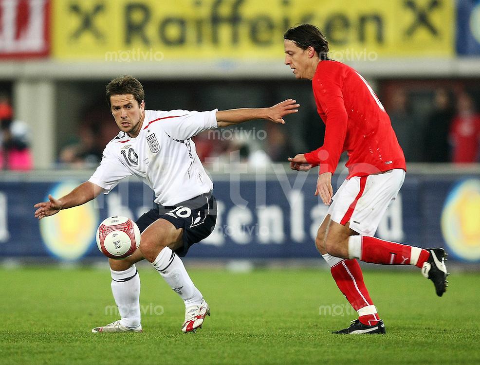 Fussball International Testspiel  Oesterreich - England Michael Owen (ENG,li) gegen Rene Aufhauser (AUT)