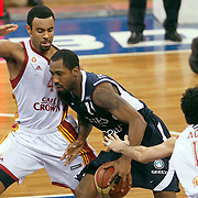 Galatasaray's Joshua Ian SHIPP (L) and Efes Pilsen's Bootsy THORNTON (C) during their BEKO Basketball League derby match Galatasaray between Efes Pilsen at the Abdi Ipekci Arena in Istanbul at Turkey on Sunday, March 06 2011. Photo by TURKPIX