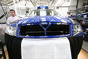 Mlada Boleslav/Tschechische Republik, Tschechien, CZE, 19.03.07: Mitarbeiter am Fertigungsband mit einer Skoda Octavia Karosserie in der Skoda Autofabrik in Mlada Boleslav. Der tschechische Autohersteller Skoda ist ein Tochterunternehmen der Volkswagen Gruppe.<br /> <br /> Mlada Boleslav/Czech Republic, CZE, 19.03.07: Workers at the Skoda factory beside Octavia vehicle model on the assemble line at Skoda car factory in Mlada Boleslav. Czech car producer Skoda Auto is subsidiary of the German Volkswagen Group (VAG).