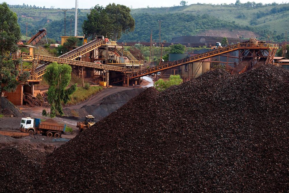 Congonhas_MG, Brasil...Mineracao em Congonhas, Minas Gerais...The mining in Congonhas, Minas Gerais...Foto: LEO DRUMOND / NITRO