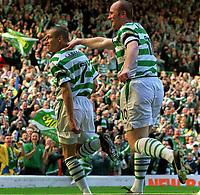 Fotball. Skotsk Premier League. 06.04.2002.<br /> Celtic v Livingstone.<br /> Henrik Larsson og John Hartson, Celtic<br /> Foto: Andrew Cowie, Digitalsport