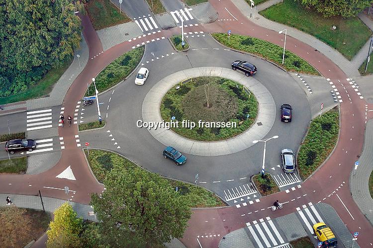 Nederland, Nijmegen, 23-10-2017Rotonde met veel wegmarkeringen.Foto: Flip Franssen