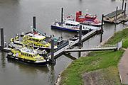 Nederland, Nijmegen, 24-11-2018 Schepen, boten, van verschillende hulpdiensten en instanties te water liggen in de haven van Nijmegen. De bluisboot Geldereland van de brandweer, de politieboot van de waterpolitie, de RWS 43 en Flevopolder van Rijkswaterstaat . Een woonboot ligt ernaast .Foto: Flip Franssen