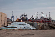Lavori in corso nel porto antico di Genova. Ongoing work in the ancient port of Genoa.