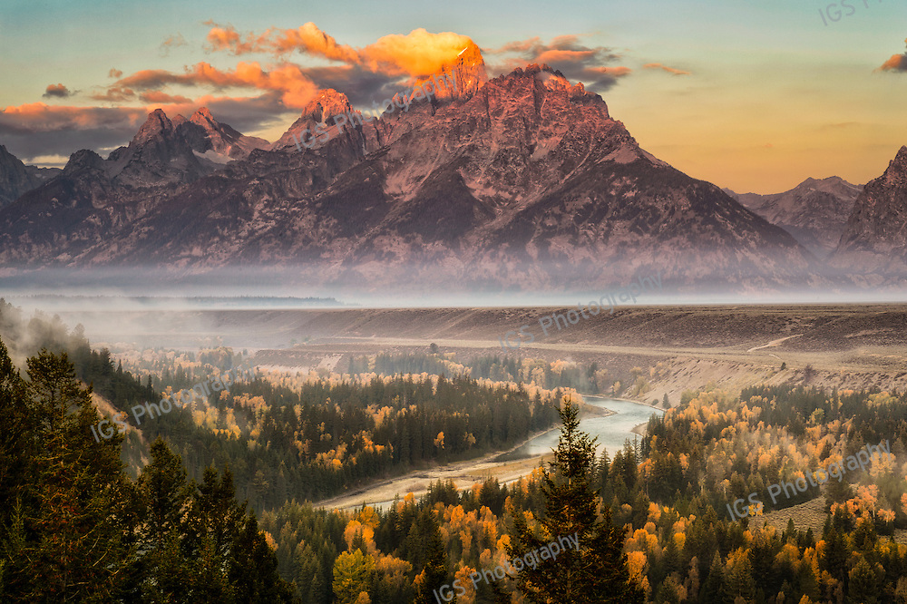 Sunrise at Snake River Overlook in Jackson Wyoming