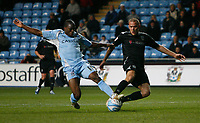 Photo: Steve Bond/Sportsbeat Images.<br />Coventry City v West Bromwich Albion. Coca Cola Championship. 12/11/2007. Isaac Osbourne (L) and Paul Robinson (R) stretch for the ball