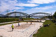 Europa, Deutschland, Koeln, Beach-Volleyballplatz am Suedkai im Rheinauhafen, Suedbruecke.<br /><br />Europe, Germany, Cologne, beach volleyball field at the Suedkai in the Rheinau Harbour, Suedbruecke, bridge.