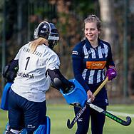 BILTHOVEN -  Hoofdklasse competitiewedstrijd dames, SCHC v hdm, seizoen 2020-2021.<br /> Foto: Keeper Julia Remmerswaal (hdm) met Margot van Hecking Colenbrander (hdm)