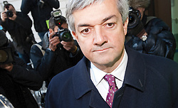© Licensed to London News Pictures. 16/02/2012. London, UK. Liberal Democrat MP CHRIS HUHNE arriving at Westminster Magistrates court in London on February 16th, 2012 where he faces charges of perverting the course of justice. Former Energy Secretary CHRIS HUHNE is accused of asking his ex-wife VICKY PRYCE to take speeding points on his behalf in 2003. Photo credit : Ben Cawthra/LNP