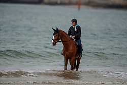 Funky Fred, Mel Obst (groom)<br /> Beach training<br /> Longines Jumping International de La Baule 2017<br /> © Dirk Caremans<br /> Funky Fred, Mel Obst (groom)