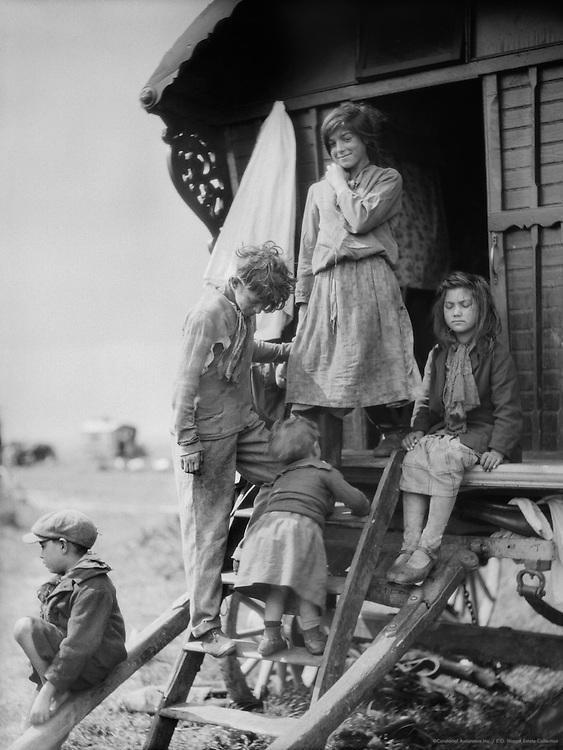 Gypsies at Epsom Downs, Surrey, England, 1930