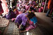 Le dernier au-revoir de la femme à sa mère. Elle quitte définitivement son clan et sa tribu pour intégrer ceux de l'homme.   - Mariage Kanak  - Tribu de Méhoué, Canala – Nouvelle Calédonie – Septembre 2013