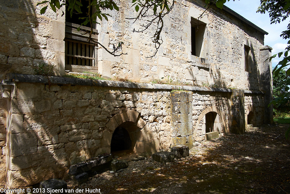 Pays de Langres, Frankrijk. Abdij van Mormant uit de 12de eeuw bij Leffonds - Pays  de Langres, France. Mormant Abbey of 12th century near Leffonds