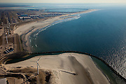Nederland, Rotterdam, Maasvlakte, 20-03-2009; kust van de (oude) Maasvlakte, zandpersleidingen op het strand voeren zand aan voor de aanleg van de Tweede Maasvlakte. Op het tweede plan De Slufter, depot voor vervuilde baggerspecie. Sand discharge on the beach  for the construction of the Second Maasvlakte. Behind it the Slufter area in the South-West of the Netherlands, large-scale depot of contaminated harbor sludge from the Port of Rotterdam . .Swart collectie, luchtfoto (toeslag); Swart Collection, aerial photo (additional fee required); .foto Siebe Swart / photo Siebe Swart