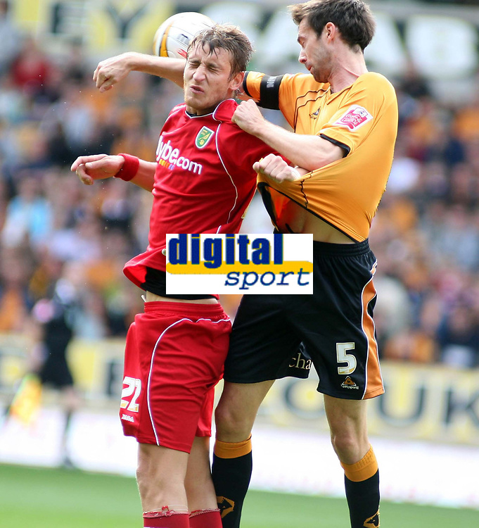 Photo: Mark Stephenson.<br /> Wolverhampton Wanderers v Norwich City. Coca Cola Championship. 22/09/2007.Norwich's David Strihavka (L) trys to win the heaser from Wolves Gary Breen