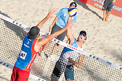 29.07.2017, Donauinsel, Wien, AUT, FIVB Beach Volleyball WM, Wien 2017, Herren, Gruppe C, im Bild v.l. Ryan Daniel Doherty (USA), Nicholas Lucena (USA) // f.l. Ryan Daniel Doherty of the USA Nicholas Lucena of the USA during the men's group C match of 2017 FIVB Beach Volleyball World Championships at the Donauinsel in Wien, Austria on 2017/07/29. EXPA Pictures © 2017, PhotoCredit: EXPA/ Sebastian Pucher