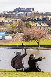Easter Saturday Sunshine, Edinburgh, 11 April 2020 <br /> <br /> Pictured: People flock to Edinburgh's Inverleith Park during a sunny Easter Saturday. Many ignore the government pleas to only leave their homes for an hour of excercise and to keep a distance of 2 metres<br /> <br /> (c) Richard Dyson | EdinburghElitemedia.co.uk 2020