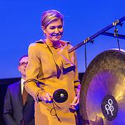 NLD/Rotterdam/20160113 - NL Groeit 2015, Konining Maxima luidt de gong