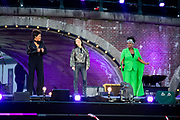 Bevrijdingsconcert - 5 mei-concert op de Amstel, Amsterdam. // Liberation Concert - 5 May concert on the Amstel<br /> <br /> Op de foto:   Jamai Loman , Ruth Jacott , harpiste Lavinia Meijer en Michelle David & The Gospel Sessions