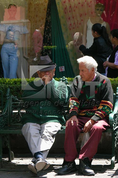 Toluca, Mex.- Durante el dia de Abuelo, no todos los ancianos festejan con sus familiares. Agencia MVT / Ginarely Valencia A. (DIGITAL)<br /> <br /> <br /> <br /> NO ARCHIVAR - NO ARCHIVE