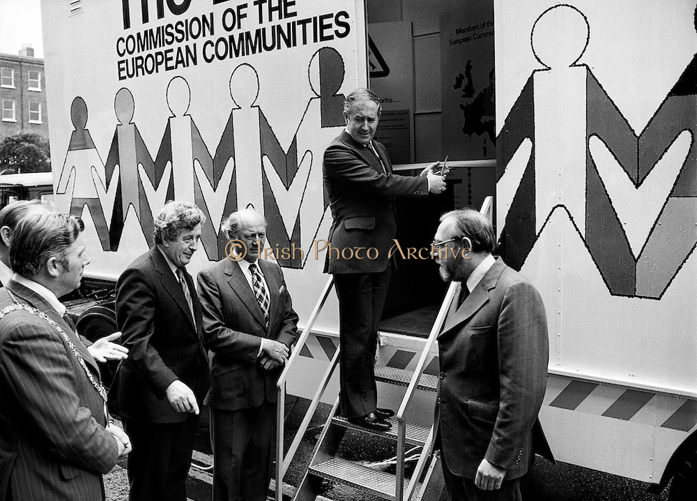 Commissioner Dick Burke cuts the ribbon to launch the EEC Roadshow, a mobile unit that toured the country. Among those in attendance are (l-r): Dr Garrett FitzGerald, TD, Leader of Fine Gael; An Taoiseach Jack Lynch and Frank Cluskey, TD, Leader of the Labour Party.<br /> 03/07/1978