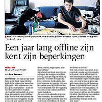 Tekst en beeld zijn auteursrechtelijk beschermd en het is dan ook verboden zonder toestemming van auteur, fotograaf en/of uitgever iets hiervan te publiceren <br /> <br /> De Gelderlnder 25 september 2013: Bram van Montfoort was een jaar offline