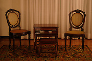 Belo Horizonte_MG, Brasil...Mesa com cadeira em uma casa...The table with chairs in the house...Foto: LEO DRUMOND / NITRO.