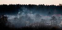 23.02.2014 Suprasl woj podlaskie N/z dymy unoszace sie nad domami opalanymi drewnem fot Michal Kosc / AGENCJA WSCHOD