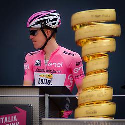 """ANDALO (ITA) WIELRENNEN <br /> Alejandro Valverde (Movistar) wint de 16e van de Giro d'Italie voor Steven Kruijswijk (Team Lotto NL - Jumbo). Steven Kruijswijk blijft leider in het algemeen Klassement. Chaves verloor 42 seconden op de koplopers, Vincenzo Nibali verloor 1 minuut 41. Chaves is op de tweede plek nu al drie minuten verwijderd van Kruijswijk in het klassement. """"Voor de roze trui was dit weer ideaal. Ik wilde de ploeg ook graag de dagzege geven, maar Alejandro Valverde verslaan is heel lastig. Niemand had verwacht dat het zo'n zware rit zou worden, aan het einde van de dag kan ik tevreden zijn."""""""