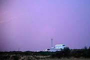 Nederland, Weurt, 31-8-2019  De afvalverwerking, vuilverbranding ARN bij Nijmegen tijdens een onweersbui .De restwarmte van  de ARN gaat veertienduizend woningen en bedrijven verwarmen.Foto: ANP/ Hollandse Hoogte/ Flip Franssen