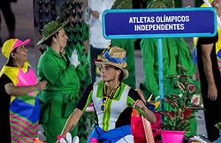 05-08-2016 BRA: Olympic Games day -1, Rio de Janeiro<br /> Openingsceremonie van de Olympische Spelen in Rio / dans, muziek, show en eenboodschap aan de wereld - Atleten onder de Olympische vlag uitkomen
