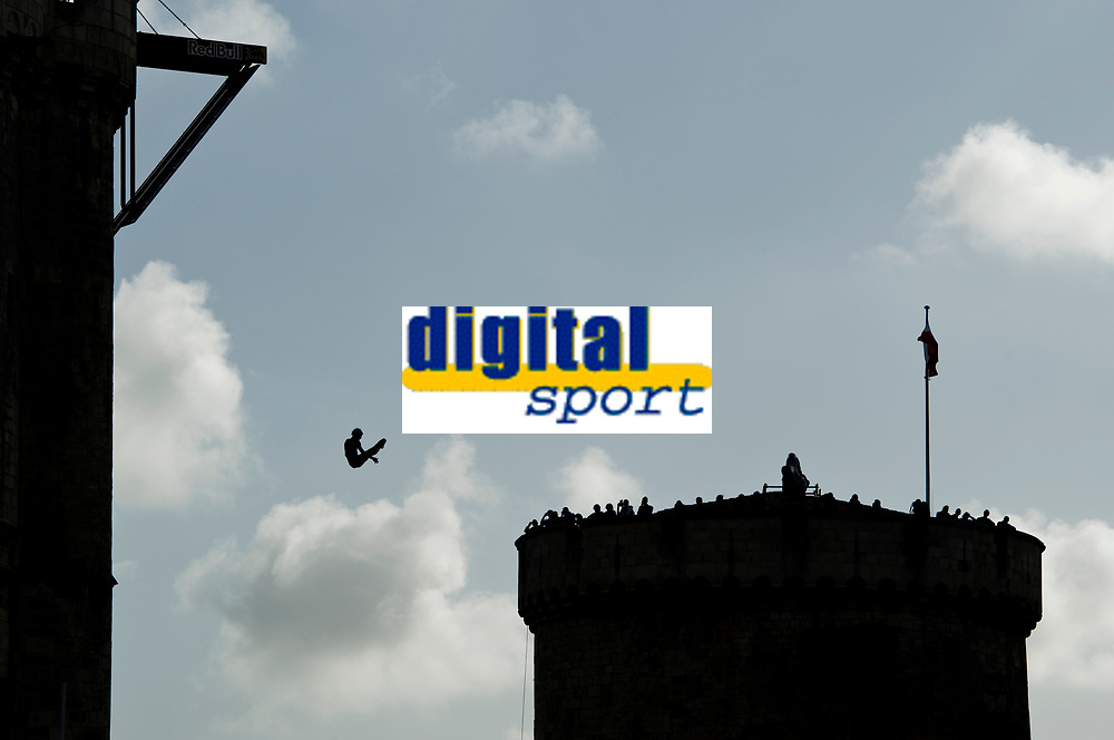 DIVING - RED BULL CLIFF DIVING 2011 - LA ROCHELLE (FRA) - 16 TO 18/06/2011 - PHOTO : VINCENT CURUTCHET / DARK FRAME / DPPI - Gary Hunt of Great Britain dives from the 27.5 metre platform the first round of the fourth stop of the Red Bull Cliff Diving World Series at La Rochelle, France on June 18th 2011.