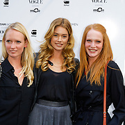 NLD/Staverden/20121004- Fotomodel Doutzen Kroes opent de 1e G-Star Women Store in Amsterdam, met 2 vriendinnen