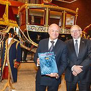 NLD/Den Haag/20150316 - Koning Willem - Alexander onthult gerestaureerde glazen koets<br /> <br /> King Willem-Alexander unveils restored glass carriage<br /> <br /> Op de foto: schrijver J. W. Landman en dhr. ...........