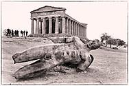 17-10-2015 -  Foto: Beeld Icarus bij Tempel van Concordia. Genomen tijdens een persreis rond de Rocco Forte Invitational in Agrigento, Italië.