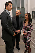 Darius Danesh, Dr. Booth Danesh and Alison Jacques. Robert Mapplethorpe exhibition curated by David Hockney. Alison Jacques Gallery. clifford St. London. 13 January 2005.  ONE TIME USE ONLY - DO NOT ARCHIVE  © Copyright Photograph by Dafydd Jones 66 Stockwell Park Rd. London SW9 0DA Tel 020 7733 0108 www.dafjones.com