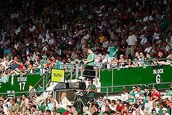21.08.2011, Ernst-Happel-Stadion, Wien, AUT, 1. FBL, SK Rapid Wien vs FK Austria Wien, im Bild Rapidfans verlassen vorzeitig das Stadion, EXPA Pictures © 2011, PhotoCredit: EXPA/ Erwin Scheriau