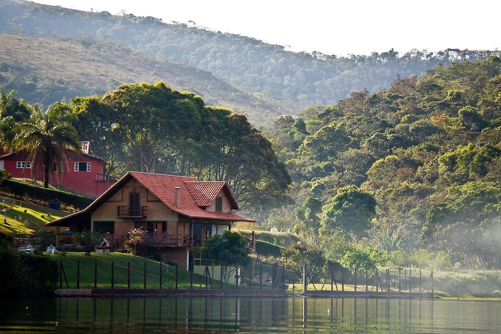 Itabirito_MG, Brasil...Casa em uma paisagem em Itabirito...The house in the landscape in Itabirito...Foto: JOAO MARCOS ROSA / NITRO