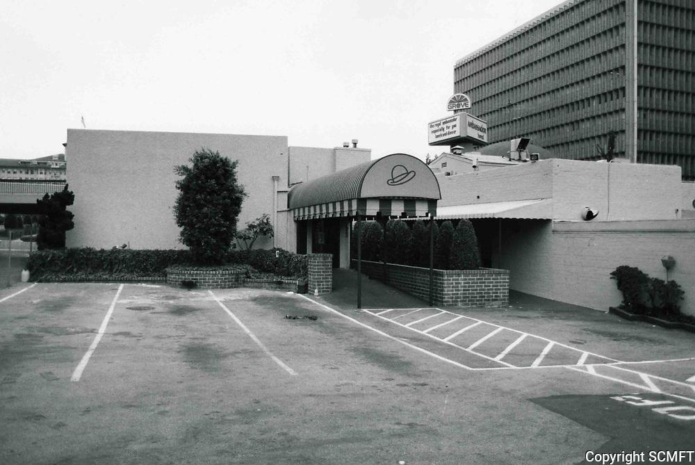 1980 Brown Derby Restaurant on Wilshire Blvd. just before its demolition