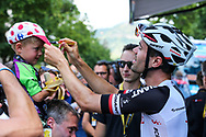 Tom Dumoulin (NED - Team Sunweb) signing a hat of a young fan before the start during the 105th Tour de France 2018, Stage 15, Millau - Carcassonne (181,5 km) on July 22th, 2018 - Photo George Deswijzen / Pro Shots / ProSportsImages / DPPI of stage 15