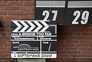 Nederland, Nijmegen, 1-9-2020  Burgemeesters Markouch van ARnhem en Bruls van Nijmegen openden samen bij het Infocentrum WO2 een tentoonstelling van foto's die figuranten hadden gemaakt tijdens de openamen van A Bridge Too Far over de operatie Market Garden in 1944. De film werd in deze regio opgenomen in 1976 en gaf werk aan tientallen figuranten vooral uit Nijmegen. Zespraken even met Ton van Roozendaal, Reineke Kramer en Cees Lange die figuranten en nassistente productie waren destijds.Foto: ANP/ Hollandse Hoogte/ Flip Franssen