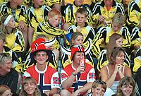 Publikum på Bislett. Norway Cup 2000: Bislett stadion, 5. august 2000. (Foto: Peter Tubaas/Fortuna Media)