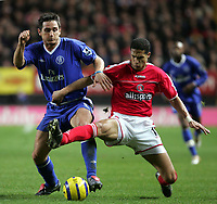 Fotball<br /> Premier League England 2004/2005<br /> Foto: SBI/Digitalsport<br /> NORWAY ONLY<br /> <br /> Charlton Athletic v Chelsea FC. <br /> The Barclays Premiership. <br /> The Valley.<br /> 27/11/2004<br /> <br /> Chelsea's Frank Lampard and Charlton's Talal El Karkouri