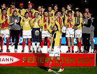 Fotball ,  28. oktober 2007 , Tippeligaen , Brann - Viking 5-2<br /> Brann jubler for seriemesterskapet i 2007 , seriegull , seriemester , jubel , seierspall , Thorstein Helstad
