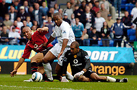 Photo. Jed Wee.Digialsport<br /> Bolton Wanderers v Manchester United, Barclays Premiership, 11/09/2004.<br /> Bolton's Les Ferdinand (C) squeezes between a mix up from Manchester United's Mikael Silvestre (L) and goalkeeper Tim Howard to score a late goal.