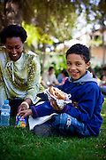 Sometimes, to break the routine Sanae Oulkaid, Mahmoud's aunt and tutor, joins Mahmoud for lunch in a nearby garden close to school.
