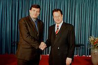 04 FEB 1998, BONN/GERMANY:<br /> Milorad Dodik, Ministerpräsident, Serbische Repubik, und Klaus Kinkel, Bundesaußenminister<br /> IMAGE: 19980204-01/01-17